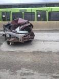METRO İSTASYONU - Bursa'da İnanılmaz Kaza...Bu Araçtan Sağ Çıktı