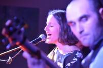İmge Mıngıroğlu Alternatif Sahne'de Keyifli Bir Gece Yaşattı
