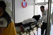 BIÇAKLI KAVGA - Kız Meselesi Yüzünden Çıkan Kavga Kanlı Bitti Açıklaması 2 Yaralı