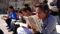 KİTAP OKUMA - Kütüphane Haftasını Kitap Okuyarak Kutladılar