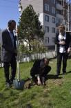 OKSIJEN - Öğrenciler Hastane Bahçesine Fidan Dikti