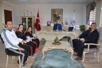 İL MİLLİ EĞİTİM MÜDÜRÜ - Şampiyon Sporculardan Milli Eğitim Müdürüne Ziyaret