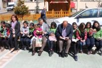 Şavşat Kaymakamı Öğrencilerle Sokakta Kitap Okudu