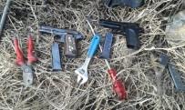 KAR MASKESİ - Fabrikadan 200 Bin TL Çalan Hırsızlar Üzüm Bağında Yakalandı
