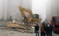 BELEDİYE ENCÜMENİ - İzmit Belediyesi, Kaçak Yapıları Yıkıyor