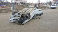 SADETTİN BİLGİÇ - Tarım Aracının Çarptığı Otomobil Takla Attı Açıklaması 1 Yaralı