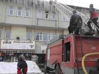 BUZ SARKITLARI - Varto Belediyesinden Buz Kırma Çalışması