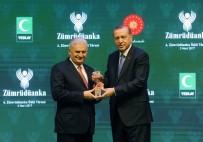 İSTANBUL VALİSİ - Başbakan Yıldırım Erdoğan'dan ödül aldı