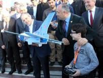 ÖĞRENCİ KONSEYİ - Bakan Kılıç, Türkiye'nin En Genç İHA Pilotunu İzledi