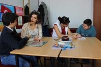 İŞARET DİLİ - Bu Okulda Dersler İşaret Diliyle İşleniyor
