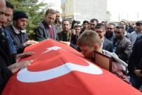 Emekli Polisin Öldürdüğü Doktor Toprağa Verildi