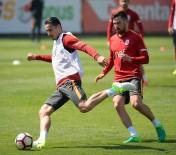 WESLEY SNEIJDER - Galatasaray, Adanaspor Maçı Hazırlıklarını Sürdürüyor