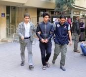 KORSAN GÖSTERİ - Lastik Yakıp Polis Aracına Fırlatan Şüpheli Tutuklandı