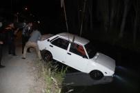 ALİHAN - Otomobil Su Kanalına Uçtu