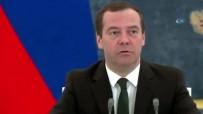 TARıM BAKANı - Rus Başbakan Medvedev'den toplantıya geç kalan bakana sert uyarı