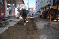 KAR TEMİZLEME - Sorgun'da Bozulan Yollar Tamir Ediliyor