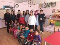 Topladıkları Kırtasiye Malzemelerini Köy Okullarına Dağıttılar
