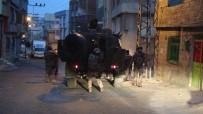 NARKOTİK KÖPEK - 11 Sürgülü Demir Kapı Ve 2 Güvenlik Kamerasına Rağmen Polisten Kaçamadılar