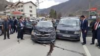 GÜMÜŞHANE ÜNIVERSITESI - Bakan Fikri Işık'ın Konvoyunda Trafik Kazası Açıklaması 5 Yaralı