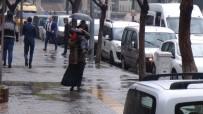 ŞİDDETLİ YAĞIŞ - Gaziantep'te Sağanak Yağış Hayatı Olumsuz Etkiledi