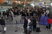HAFTA SONU TATİLİ - Havalimanında Yoğunluk