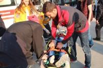 FAST FOOD - Motosikletin Hakimiyetini Kaybedip Düşünce Yaralandı
