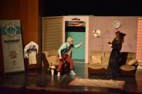 AKSARAY BELEDİYESİ - Aksaray'da 'Çevrimdışı Aile' Tiyatro Oyunu Sahne Aldı