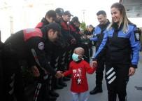 TOPLUM DESTEKLI POLISLIK - Minik Mustafa, Lösemiyi Yendi Polis Eskortuyla Evine Gitti