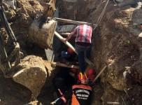 ALT YAPI ÇALIŞMASI - Toprak Altında Kalan Suriyeli İşçi Kuratıldı