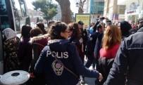 İZİNSİZ GÖSTERİ - Abdullah Öcalan'ın Yeğeni Dilek Öcalan'ın Da Katıldığı İzinsiz Gösteriye Polis Müdahale Etti