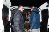 POLİS ARACI - Kimlik Soran Polisin Arabasını Taşladı