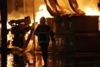 YANGıN YERI - Otomobil fabrikasında yangın