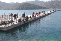 MAVI YOLCULUK - Oltalar Birinci Olmak İçin Denize Atıldı