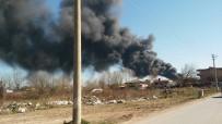 KARAKÖY - Sakarya'da Lastik Deposu Yanıyor
