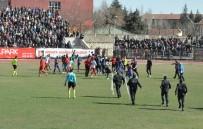 UŞAKSPOR - Uşak'ta Saha Karıştı, Maç Yarıda Kaldı