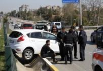 İLLER BANKASı - Antalya'da Trafik Kazası Açıklaması 1 Yaralı