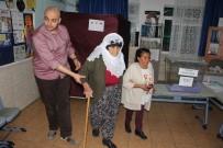 KEMER BELEDİYESİ - Antalya' Kemer'de Muhtarlık Seçimi