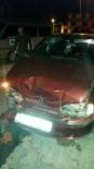 SARAYCıK - Bozüyük'te İki Otomobil Çarpıştı, 3 Yaralı