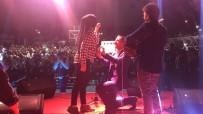 ALI KıNıK - Konserde Evlenme Teklifinde Bulundu Ve 'Evet' Yanıtını Aldı