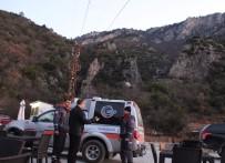 ORMAN MUHAFAZA MEMURU - Uçurumda Mahsur Kalan 2 Suriyeli Öğrenci 12 Saatte Kurtarıldı