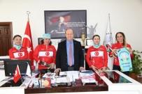 BELEDİYE ÇALIŞANI - Atatürk İçin Yola Çıkan Bisikletçi Kadınlardan Başkan Özakcan'a Ziyaret
