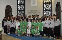 İBRAHIM ÖZ - Basketbolcular Kupalarıyla Rektör Şahin'i Ziyaret Etti