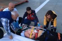AMBULANS HELİKOPTER - Kazada Ağır Yaralanan Sürücü Ambulans Helikopter İle Hastaneye Sevk Edildi