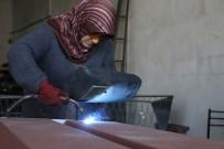 KALİFİYE ELEMAN - Kocası Kalifiye Eleman Bulamayınca Yanına Çırak Olarak Başladı, 5 Yılda Usta Oldu