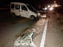 Kontrolden Çıkan Otomobil Bariyerlere Çarptı Açıklaması 3 Yaralı