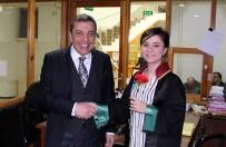 SEÇME VE SEÇİLME HAKKI - Baro Başkanı Ahmet Atam, Kadınlara Karanfil Dağıttı