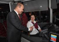 ÇALIŞAN KADIN - Başkan Sözlü'den Kadın Şoförlere Jest