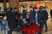 Efsane Motosikletler Piazza'da Sergilendi