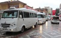 ULAŞıM KOORDINASYON MERKEZI - İzmir'de Dolmuşçular Yolu Kapattı, Gergin Anlar Yaşandı