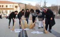 ÇOCUK GELİN - Kadınlar Ellerinde Süpürge İle Meydana Çıktı